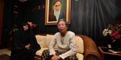 Jalaluddin Rahmat dan Istrinya, Dedengkot Syiah Indonesia, saat ini menjadi anggota DPR-RI dari PDI-Perjuangan